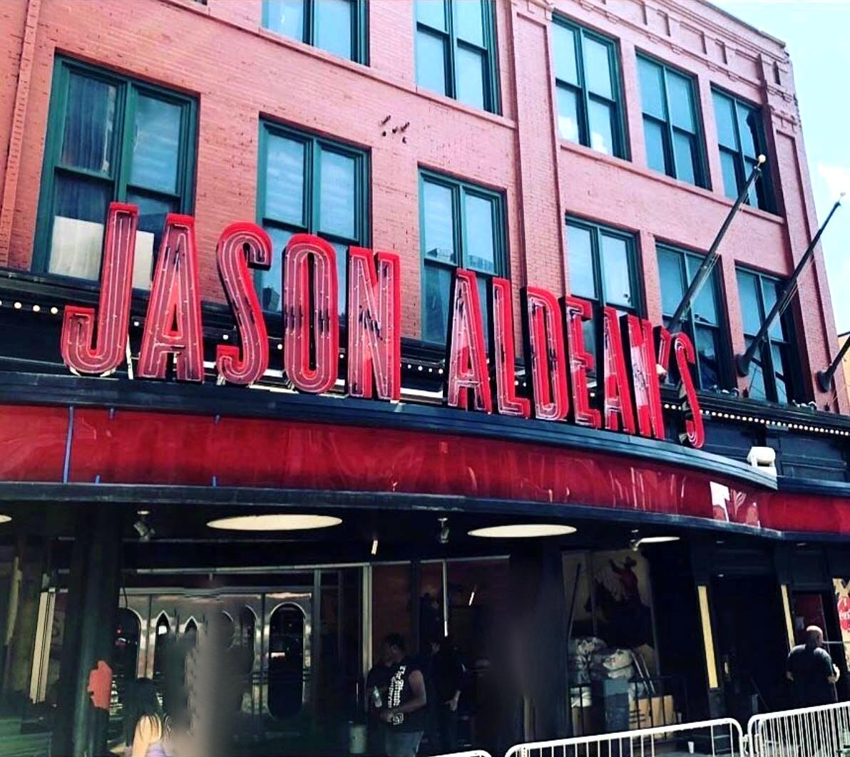 Jason Aldean's front entrance sign