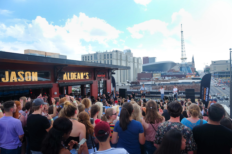Jason Aldean's rooftop concert over Broadway